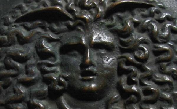 testa-di-medusa-placchetta-bronzo-xvii-secolo-torino-museo-palazzo-madama