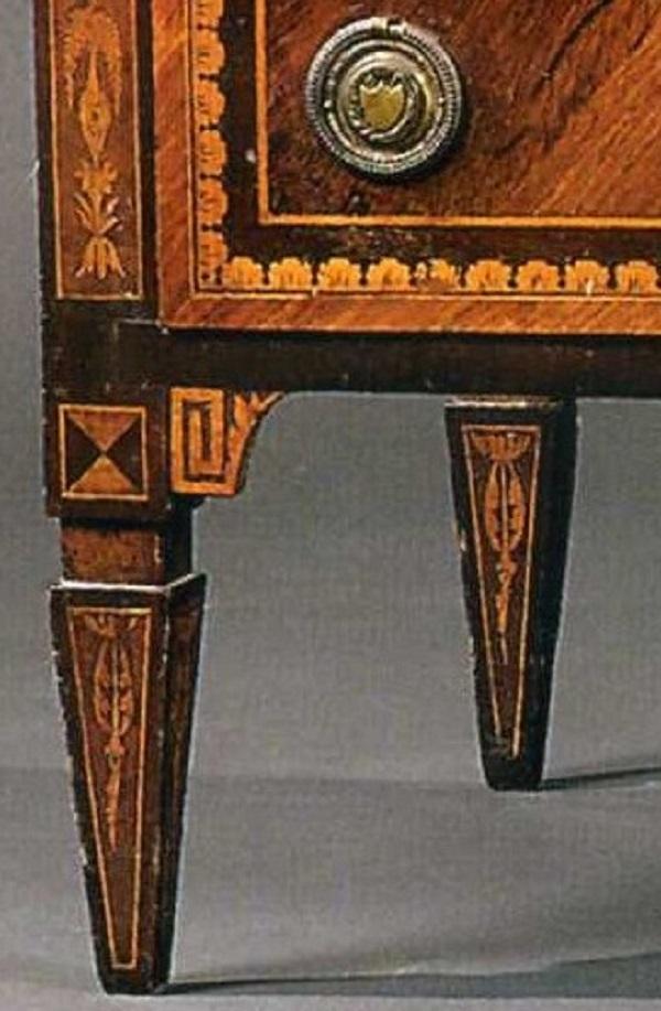 cassettone-neoclassico-lombardo-intarsiato