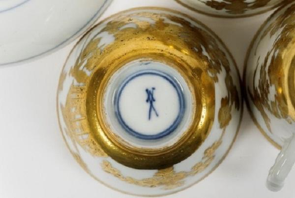 seuter-porcellana-oro-radiert-meissen-1730-1735-marchio