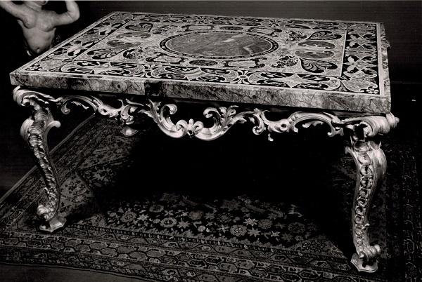 tavolino-intagliato-dorato--piano-marmo-archivio-imbert