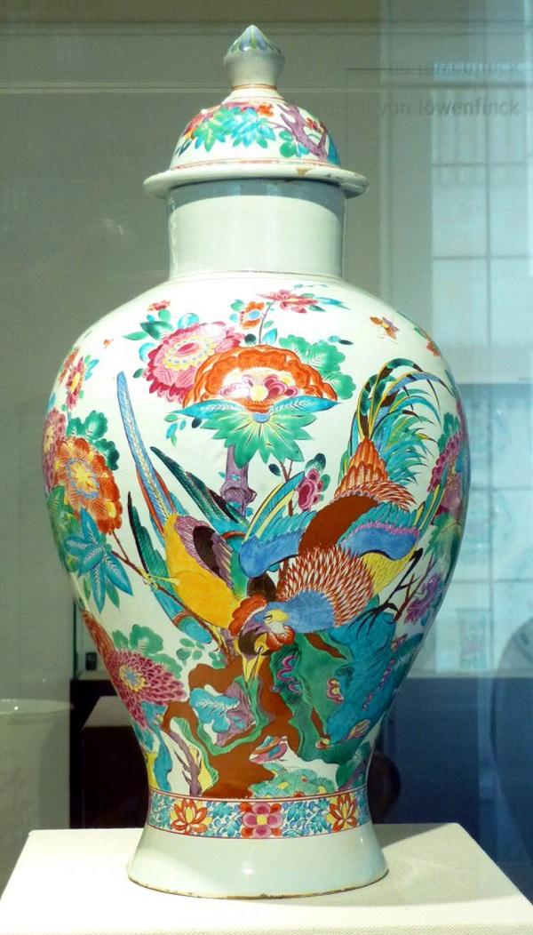 vaso-maiolica-fulda-1741-1745-adam-friederich-von-löwenfinck-dusseldorf-hetjens-deutches-keramik-museum