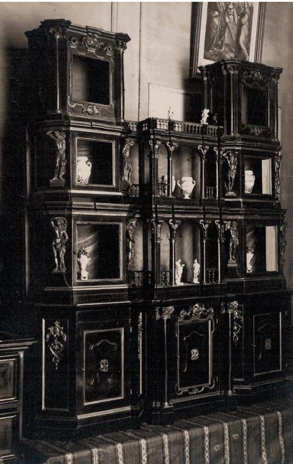 credenza-vetrina neo-rinascimentale-cartolina-foto-camera-bologna