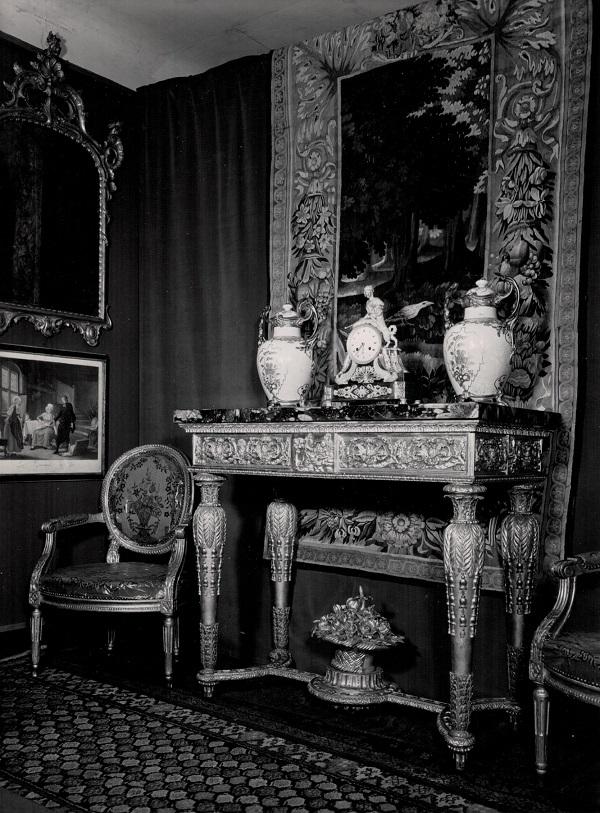 mario-perotti-milano-console-neoclassica-intagliata-dorata-fotografia-imbert