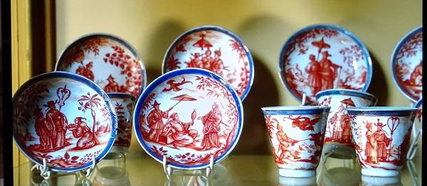 becher-piattini-porcellana-cinese-1700 circa-ignaz-preissler-1725-villa-cagnola-gazzada-schianno