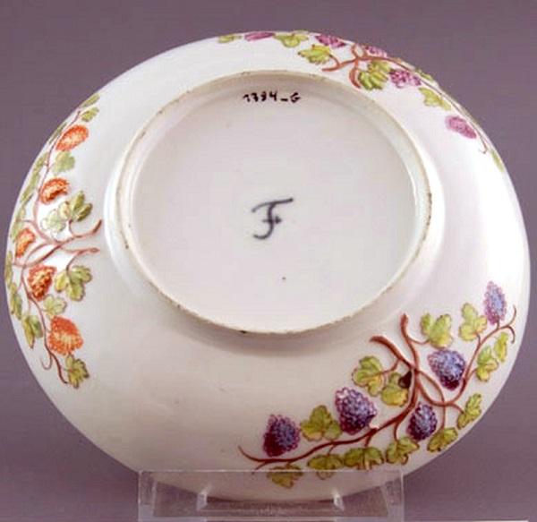 piattino-porcellana-fürstenberg-1753-johann-cristoph-glaser-museum-im-schloss-porzellanmanufaktur-fürstenberg