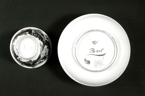 tazza-con-piattino-manifattura-du-paquier-1725-ignaz-bottengruber-1726-met-new-york